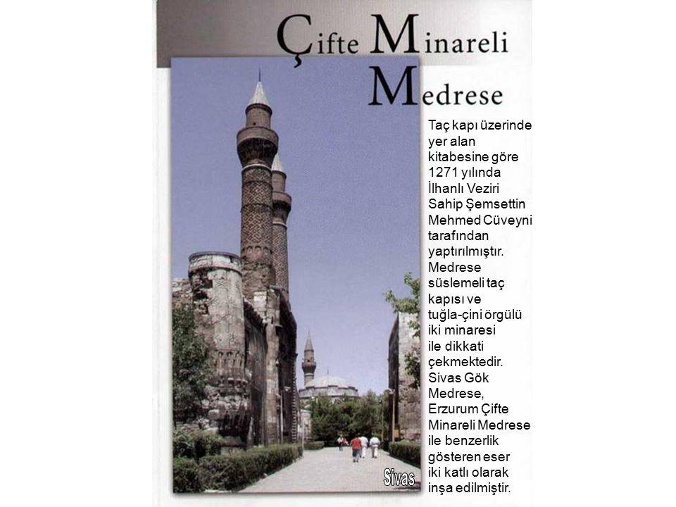 Taç kapı üzerinde yer alan kitabesine göre 1271 yılında İlhanlı Veziri Sahip Şemsettin Mehmed Cüveyni tarafından yaptırılmıştır.