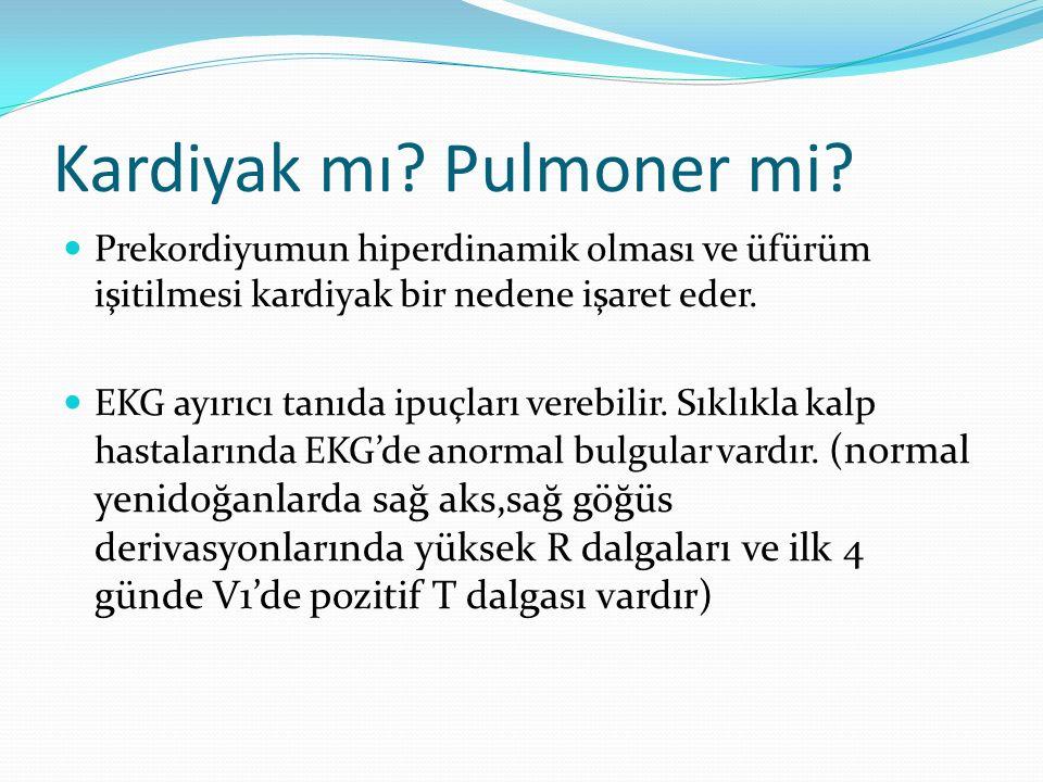 Kardiyak mı? Pulmoner mi? Prekordiyumun hiperdinamik olması ve üfürüm işitilmesi kardiyak bir nedene işaret eder. EKG ayırıcı tanıda ipuçları verebili