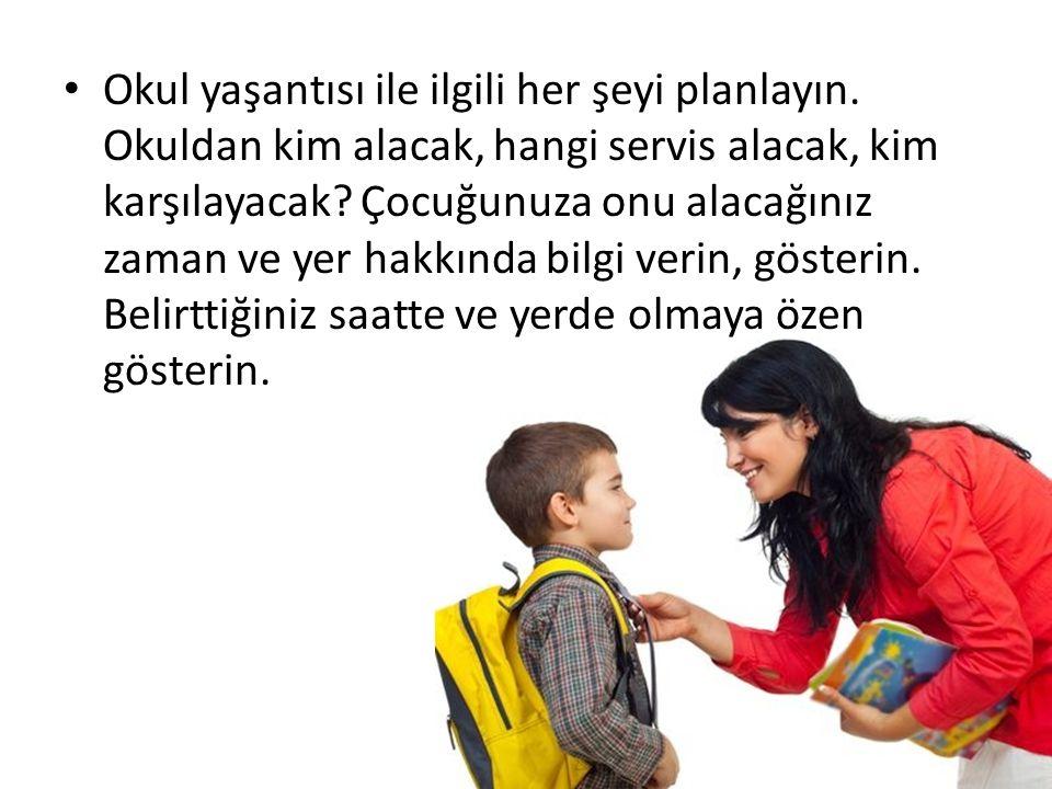 Okul yaşantısı ile ilgili her şeyi planlayın. Okuldan kim alacak, hangi servis alacak, kim karşılayacak? Çocuğunuza onu alacağınız zaman ve yer hakkın