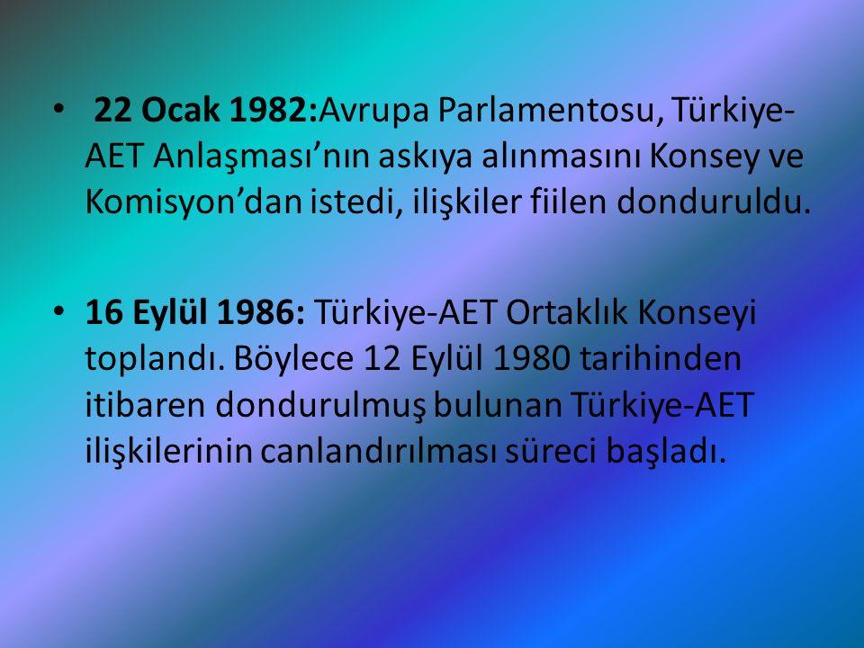 22 Ocak 1982:Avrupa Parlamentosu, Türkiye- AET Anlaşması'nın askıya alınmasını Konsey ve Komisyon'dan istedi, ilişkiler fiilen donduruldu. 16 Eylül 19