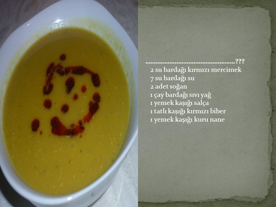 …………………………………………….??? 2 su bardağı kırmızı mercimek 7 su bardağı su 2 adet soğan 1 çay bardağı sıvı yağ 1 yemek kaşığı salça 1 tatlı kaşığı kırmızı bi