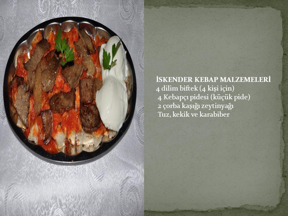 İSKENDER KEBAP MALZEMELERİ 4 dilim biftek (4 kişi için) 4 Kebapçı pidesi (küçük pide) 2 çorba kaşığı zeytinyağı Tuz, kekik ve karabiber