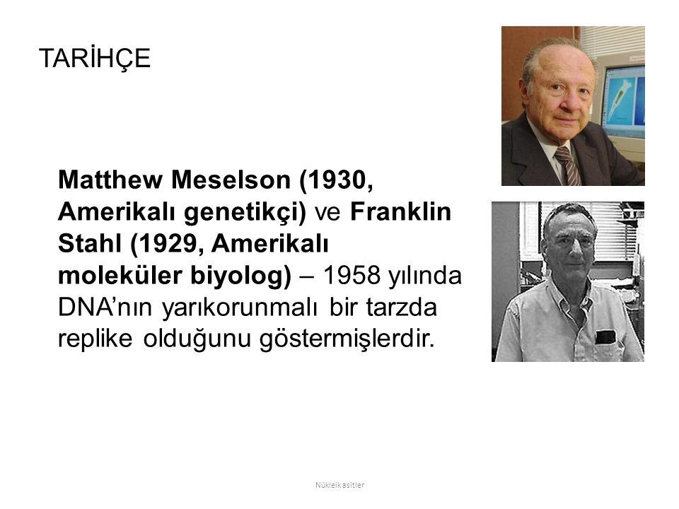 Matthew Meselson (1930, Amerikalı genetikçi) ve Franklin Stahl (1929, Amerikalı moleküler biyolog) – 1958 yılında DNA'nın yarıkorunmalı bir tarzda replike olduğunu göstermişlerdir.