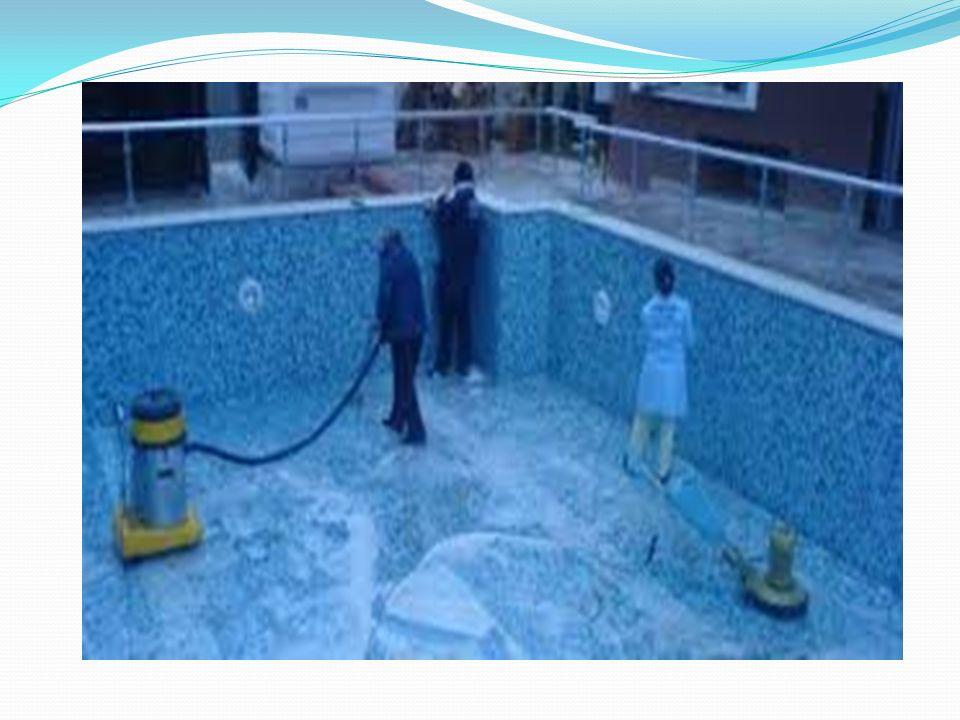 HAVUZ SUYUNUN KLORLA DEZENFEKSİYONU Havuz suyunun dezenfeksiyonu için en yaygın metotlardan biri klor ile dezenfeksiyondur.