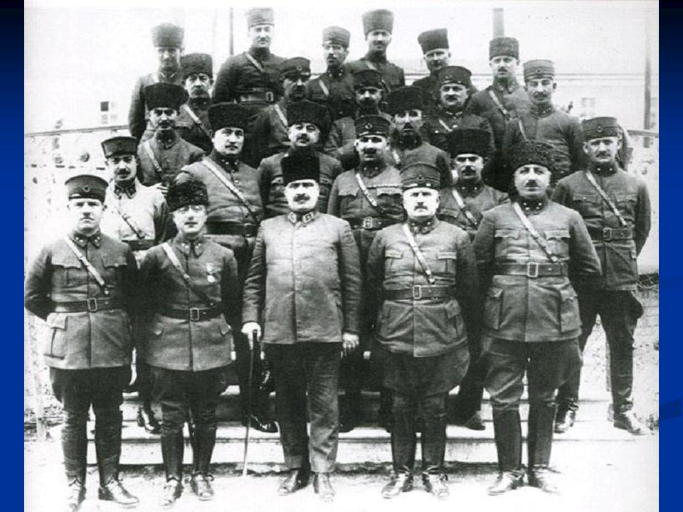 Bu muharebeye, Mustafa Kemal yönettiği için Başkomutanlık Meydan Muharebesi adı verilmiştir. Kaçan Yunanlılar geçtikleri şehirleri yakıp yıktılar. Tür
