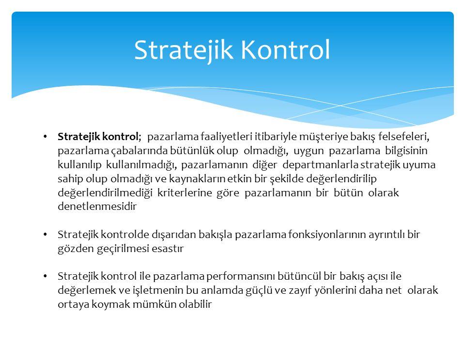 Stratejik Kontrol Stratejik kontrol; pazarlama faaliyetleri itibariyle müşteriye bakış felsefeleri, pazarlama çabalarında bütünlük olup olmadığı, uygun pazarlama bilgisinin kullanılıp kullanılmadığı, pazarlamanın diğer departmanlarla stratejik uyuma sahip olup olmadığı ve kaynakların etkin bir şekilde değerlendirilip değerlendirilmediği kriterlerine göre pazarlamanın bir bütün olarak denetlenmesidir Stratejik kontrolde dışarıdan bakışla pazarlama fonksiyonlarının ayrıntılı bir gözden geçirilmesi esastır Stratejik kontrol ile pazarlama performansını bütüncül bir bakış açısı ile değerlemek ve işletmenin bu anlamda güçlü ve zayıf yönlerini daha net olarak ortaya koymak mümkün olabilir