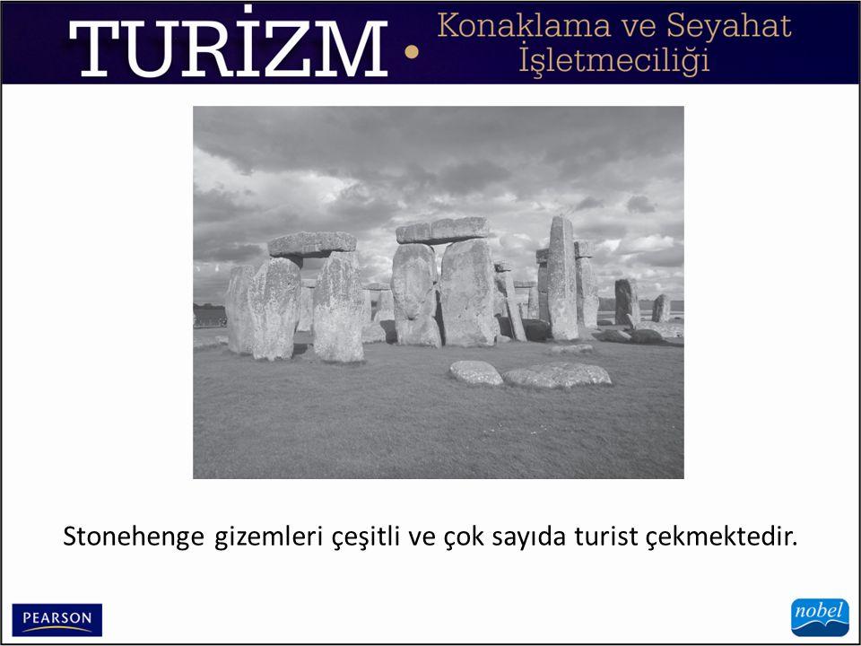 Stonehenge gizemleri çeşitli ve çok sayıda turist çekmektedir.
