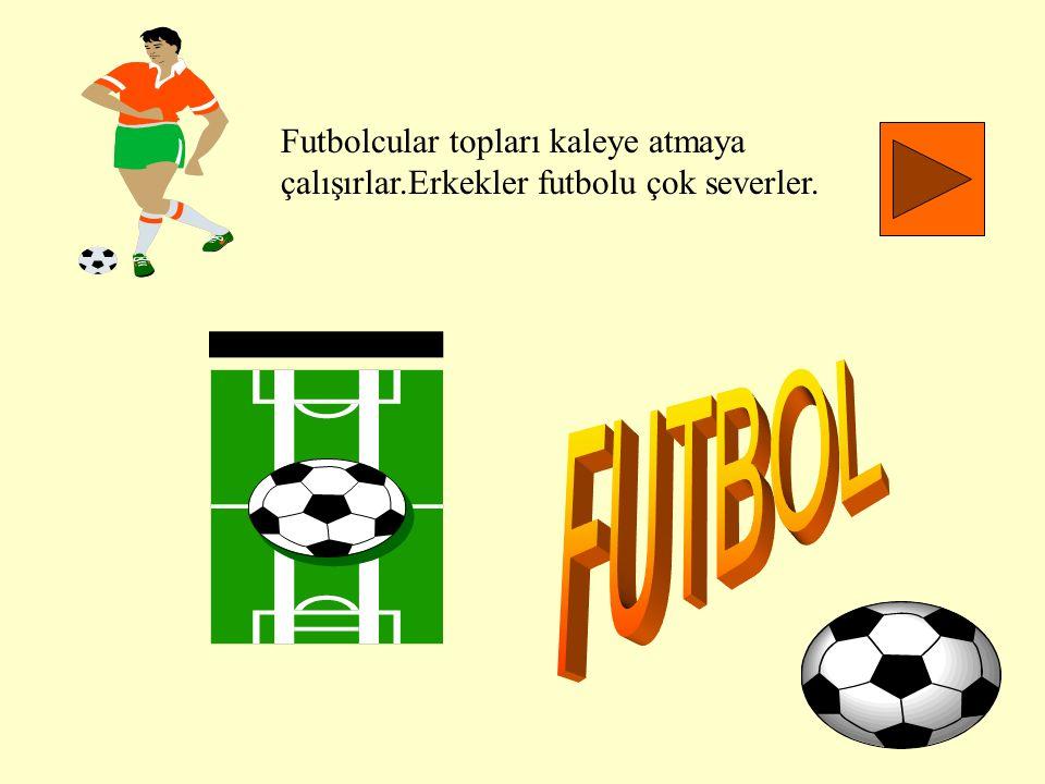Futbolcular topları kaleye atmaya çalışırlar.Erkekler futbolu çok severler.