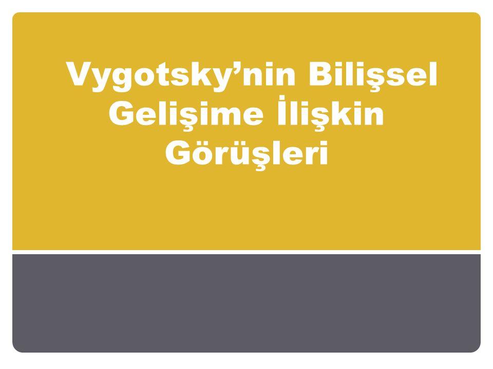 Lev Vygotsky bilişsel gelişimde sosyal çevrenin önemine vurgu yapmaktadır.