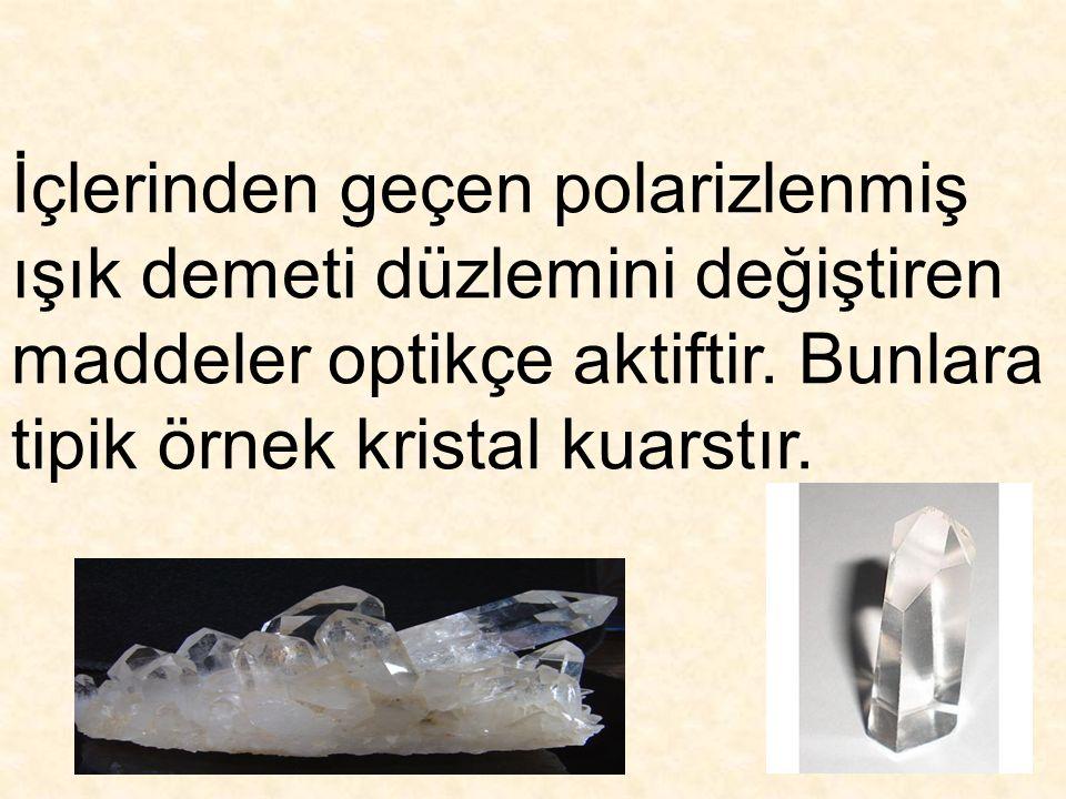 İçlerinden geçen polarizlenmiş ışık demeti düzlemini değiştiren maddeler optikçe aktiftir. Bunlara tipik örnek kristal kuarstır.