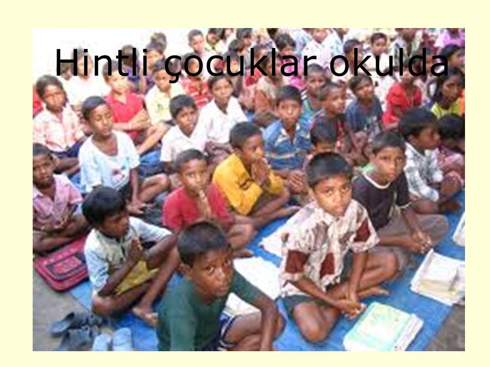 Hintli çocuklar okulda