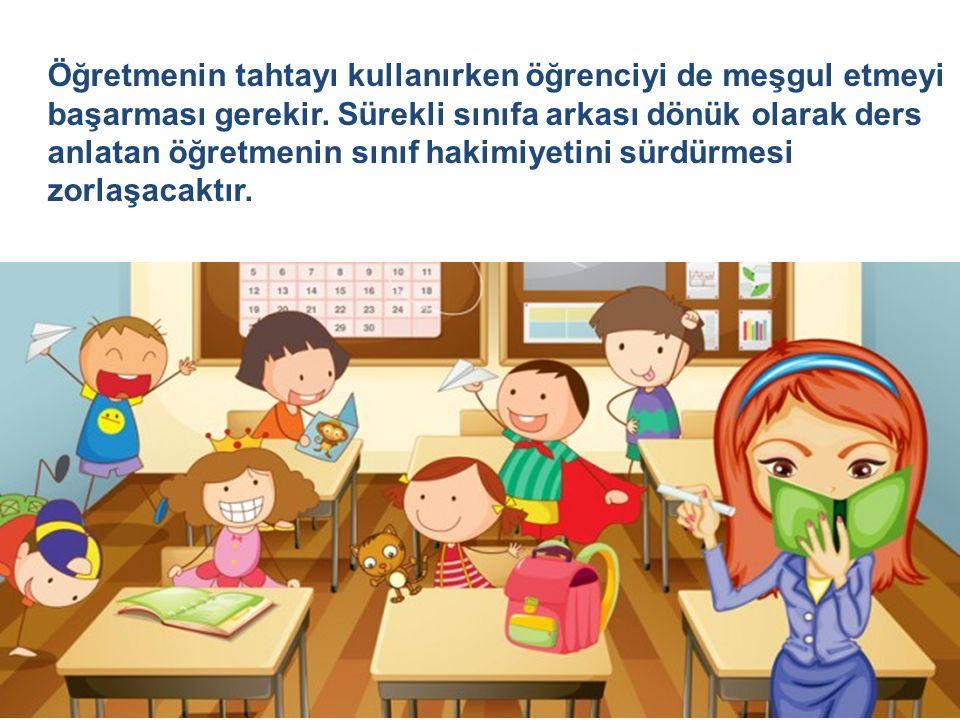Öğretmenin tahtayı kullanırken öğrenciyi de meşgul etmeyi başarması gerekir.