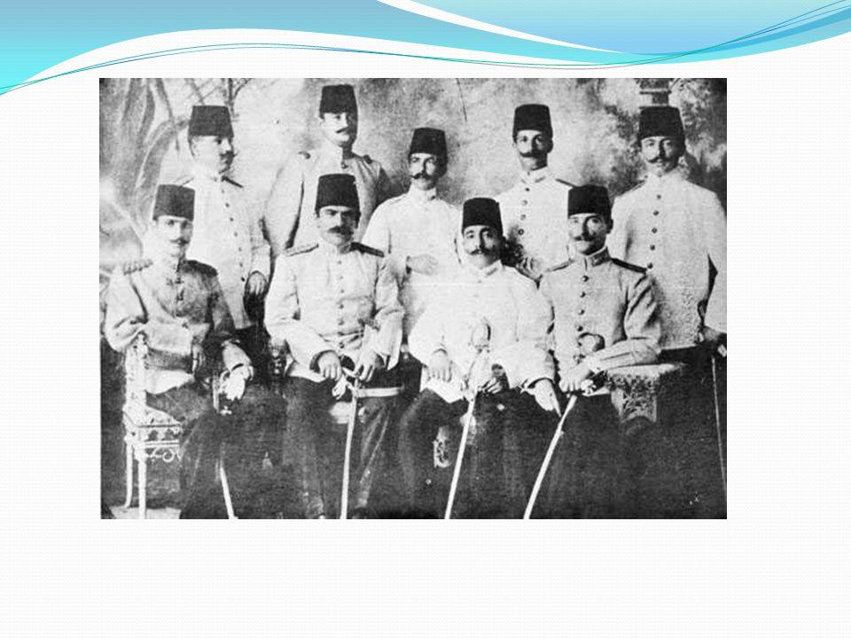 Atatürk'ün Okul Yılları Mustafa öğrenim çağı geldiğinde anne ve babası arasında görüş ayrılığı belirdi. Zübeyde Hanım, oğlunun geleneklere uygun bir t