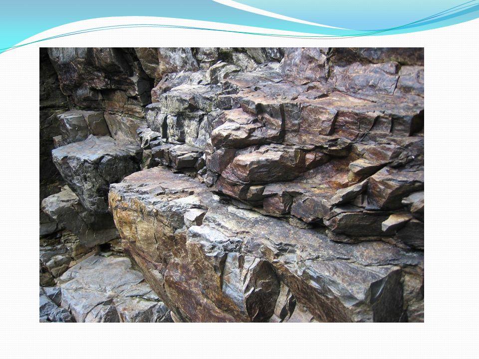 Mineral, kayaçların yapısını oluşturan, belirli bir kimyasal birleşime sahip organik veya inorganik özellikteki büyük ve karmaşık bir element grubu.