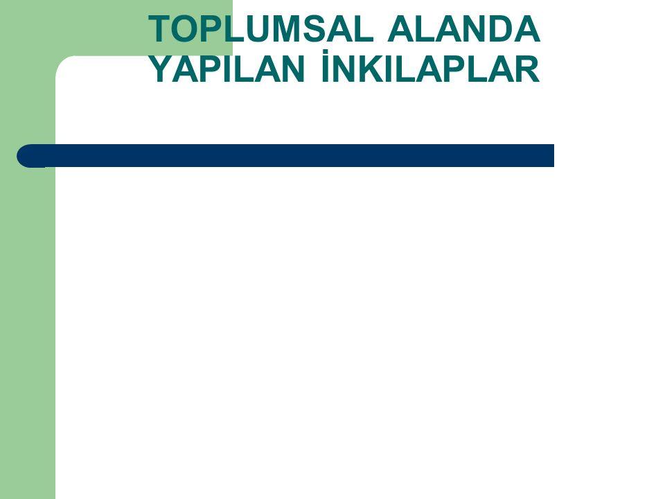 1930 – İstanbul Üniversitesi'ni ziyareti sırasında Hukuk Fakültesi'nde Prof.