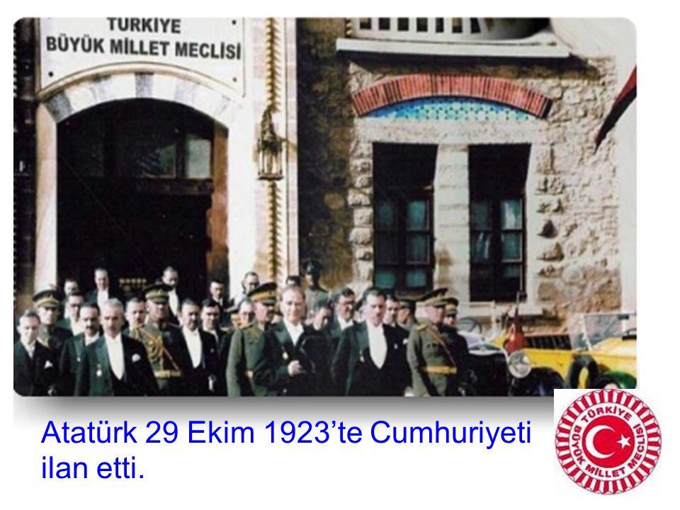 Atatürk 29 Ekim 1923'te Cumhuriyeti ilan etti.