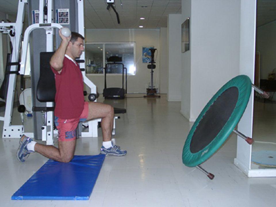 Terapötik egzersiz Kas kuvveti: Bir dirence karşı çalışırken kasın kasılmasıdır Kas kuvveti: Bir dirence karşı çalışırken kasın kasılmasıdır Kasın bir tekrarda en çok kaldırabildiği ağırlık olarak ölçülür Kasın bir tekrarda en çok kaldırabildiği ağırlık olarak ölçülür