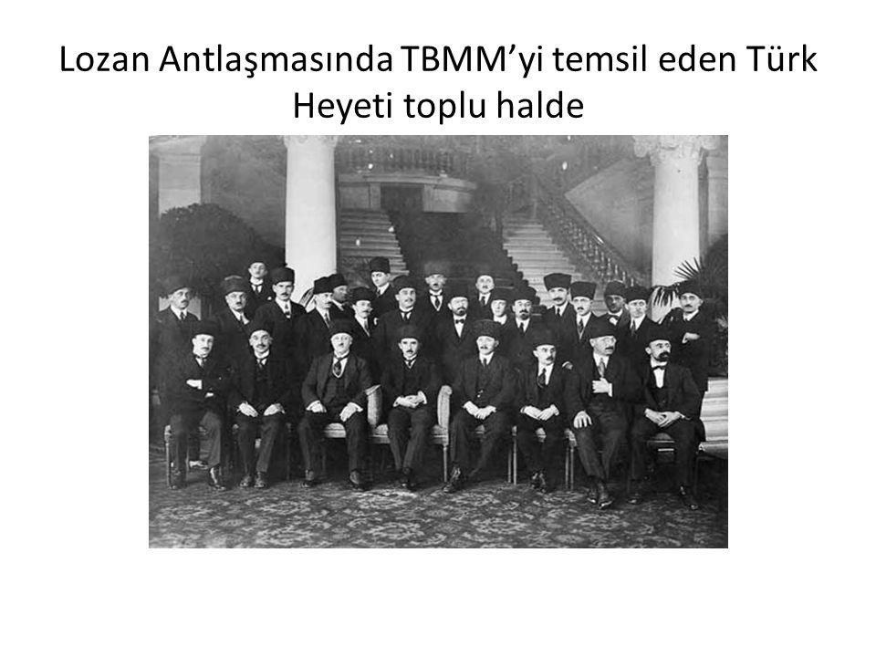 Lozan Antlaşmasında TBMM'yi temsil eden Türk Heyeti toplu halde