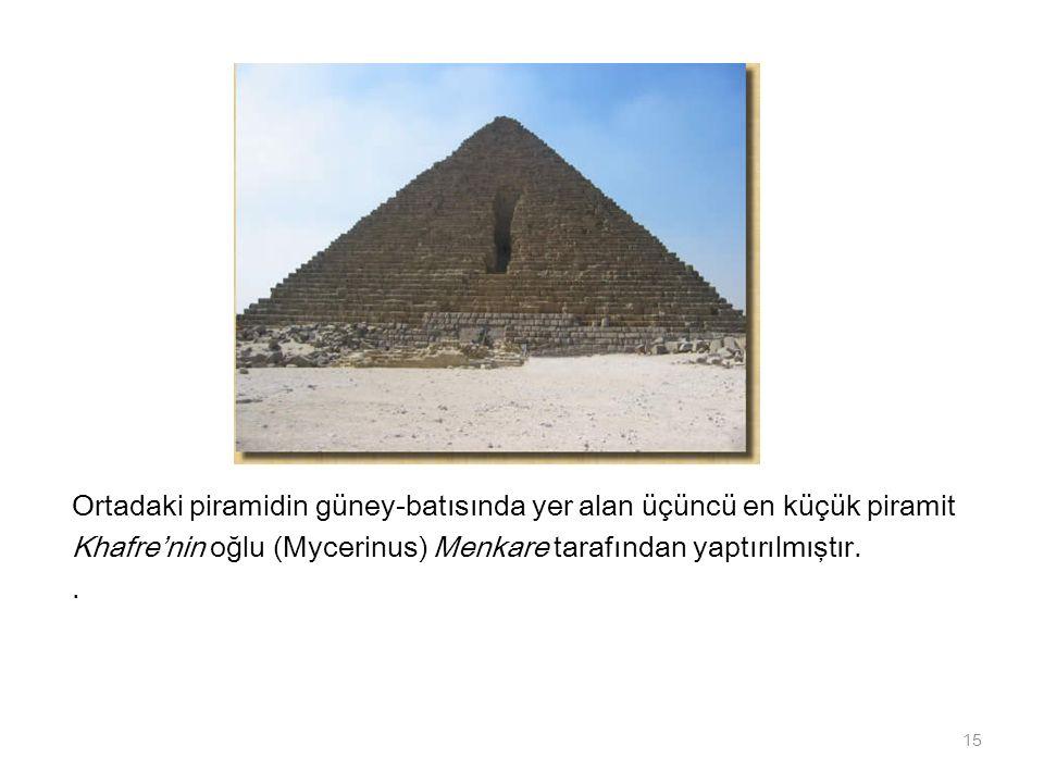 Ortadaki piramidin güney-batısında yer alan üçüncü en küçük piramit Khafre'nin oğlu (Mycerinus) Menkare tarafından yaptırılmıştır.. 15
