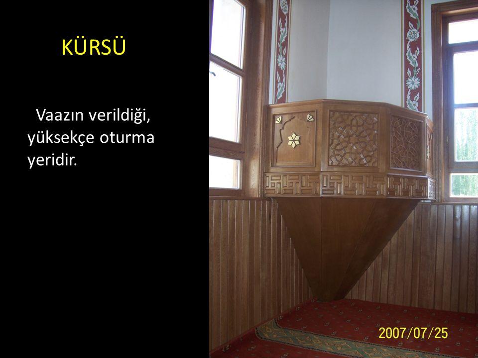 HÜNKAR MAHFİLİ Büyük ve tarihî camilerde, sultanların namaz kılmaları için ayrılmış, etrafı parmaklıklı ve yüksekçe yerdir.