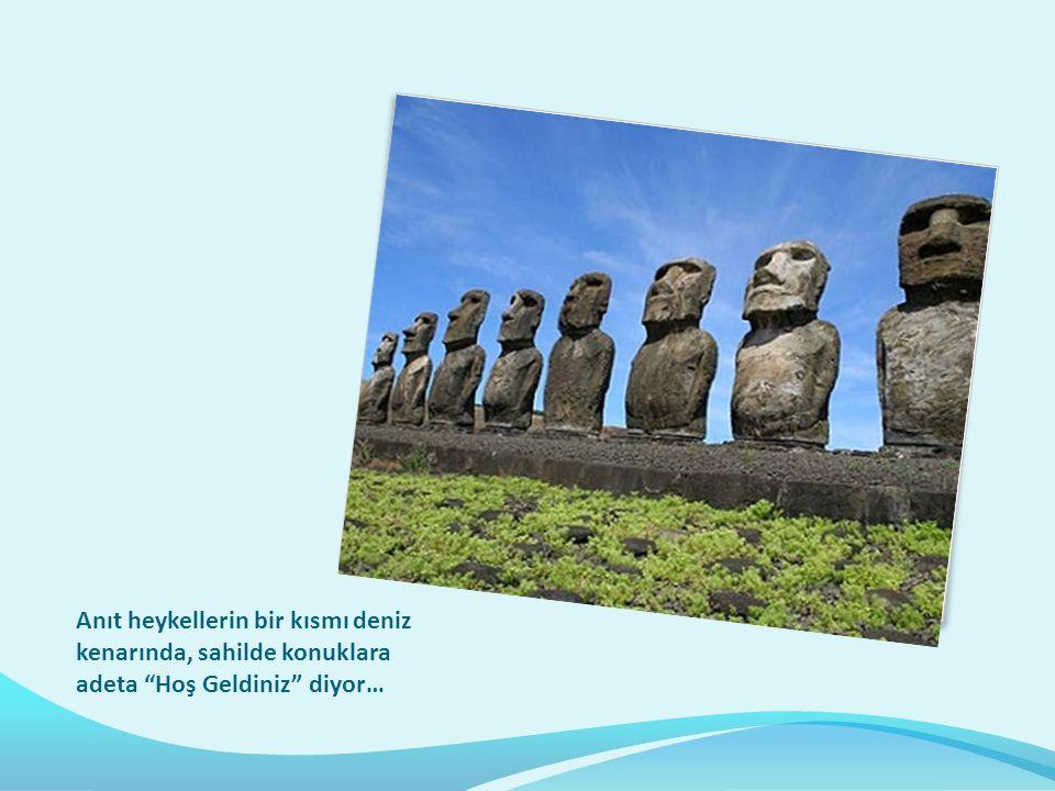 Anıt heykellerin bir kısmı deniz kenarında, sahilde konuklara adeta Hoş Geldiniz diyor…