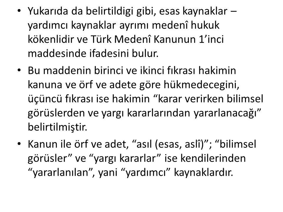 Yukarıda da belirtildigi gibi, esas kaynaklar – yardımcı kaynaklar ayrımı medenî hukuk kökenlidir ve Türk Medenî Kanunun 1'inci maddesinde ifadesini b