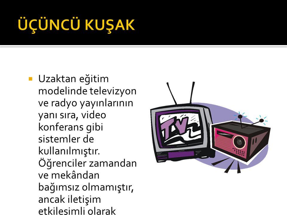  Uzaktan eğitim modelinde televizyon ve radyo yayınlarının yanı sıra, video konferans gibi sistemler de kullanılmıştır. Öğrenciler zamandan ve mekând