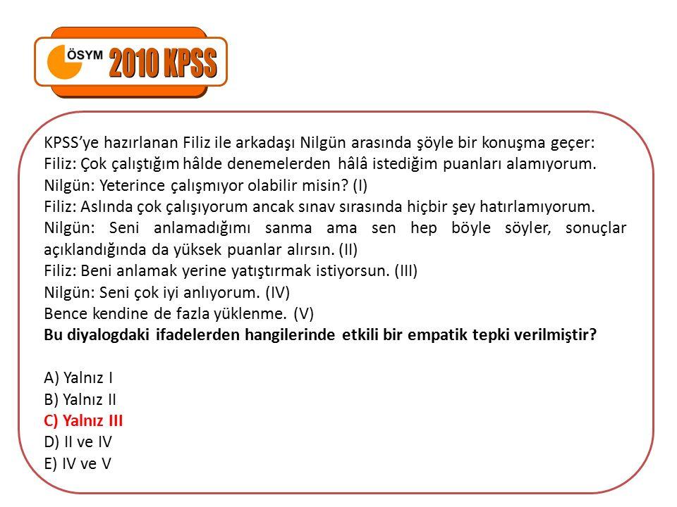 KPSS'ye hazırlanan Filiz ile arkadaşı Nilgün arasında şöyle bir konuşma geçer: Filiz: Çok çalıştığım hâlde denemelerden hâlâ istediğim puanları alamıyorum.