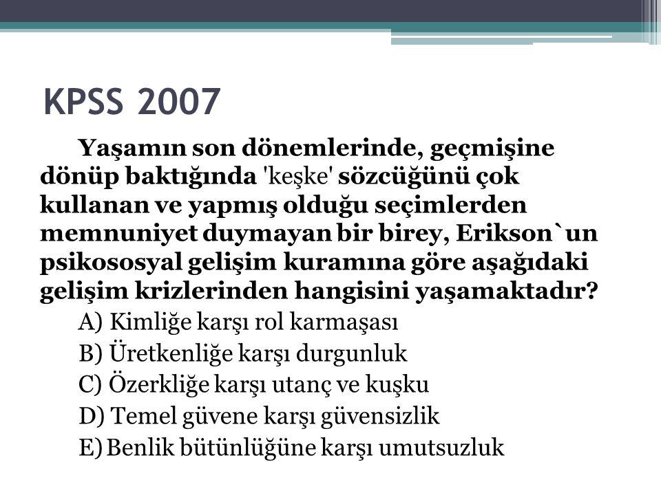 KPSS 2007 Yaşamın son dönemlerinde, geçmişine dönüp baktığında keşke sözcüğünü çok kullanan ve yapmış olduğu seçimlerden memnuniyet duymayan bir birey, Erikson`un psikososyal gelişim kuramına göre aşağıdaki gelişim krizlerinden hangisini yaşamaktadır.