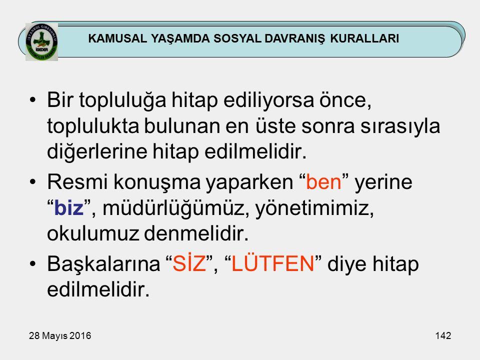 28 Mayıs 2016142 KAMUSAL YAŞAMDA SOSYAL DAVRANIŞ KURALLARI Bir topluluğa hitap ediliyorsa önce, toplulukta bulunan en üste sonra sırasıyla diğerlerine hitap edilmelidir.
