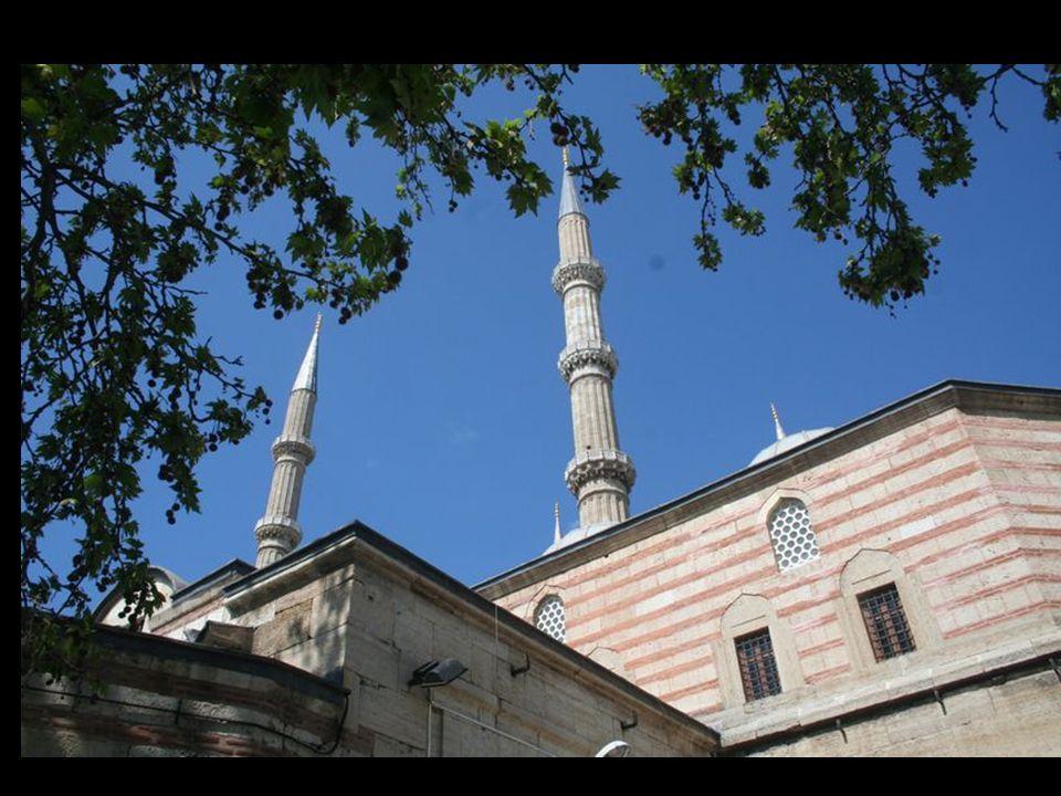 Mimar Sinan'in Selimiye Camii'nin kubbesini o genişliğe oturtmak için 13 bilinmeyenli bir denklemi matematiğin bilinen 4 ana işleminden farklı beşinci