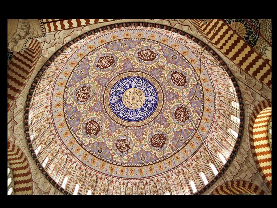 Tarihi Özellikleri: Selimiye Camii eskiden kavak meydanı denilen yerdeki Yıldırım Beyazıtın saray arsası üzerine yapılmıştır. Camii Kanuni Sultan Süle