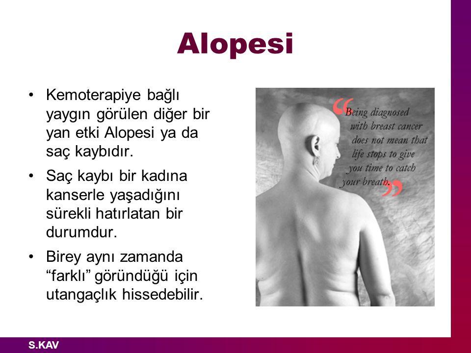 S.KAV Alopesi Kemoterapiye bağlı yaygın görülen diğer bir yan etki Alopesi ya da saç kaybıdır. Saç kaybı bir kadına kanserle yaşadığını sürekli hatırl
