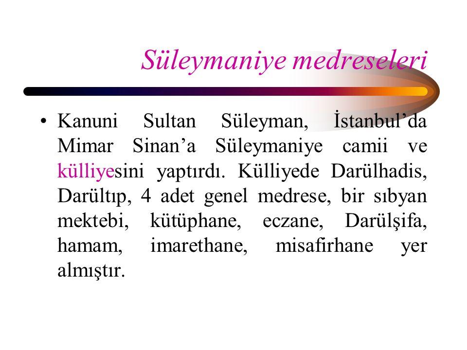 Süleymaniye medreseleri Kanuni Sultan Süleyman, İstanbul'da Mimar Sinan'a Süleymaniye camii ve külliyesini yaptırdı. Külliyede Darülhadis, Darültıp, 4