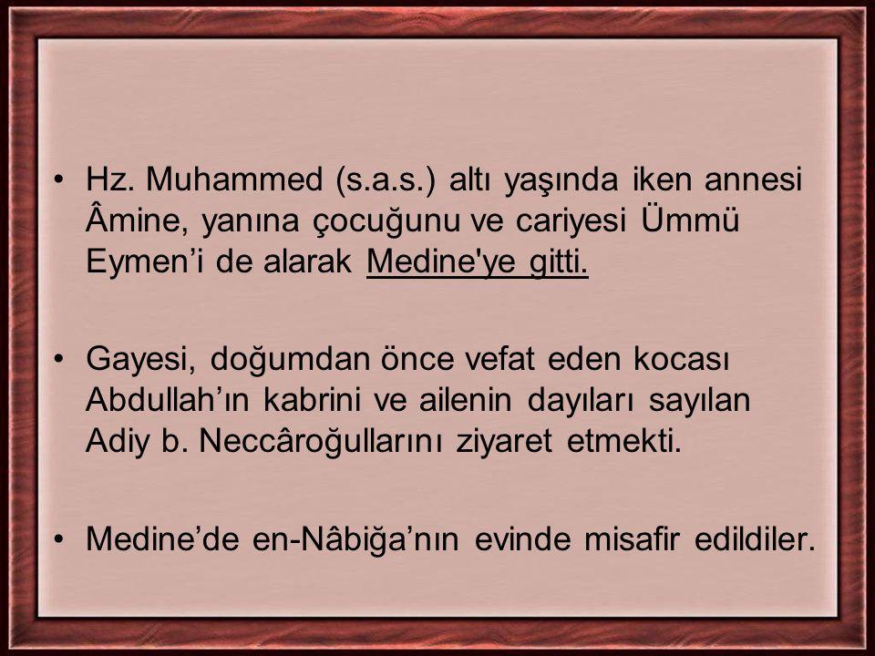 Hz. Muhammed (s.a.s.) altı yaşında iken annesi Âmine, yanına çocuğunu ve cariyesi Ümmü Eymen'i de alarak Medine'ye gitti. Gayesi, doğumdan önce vefat