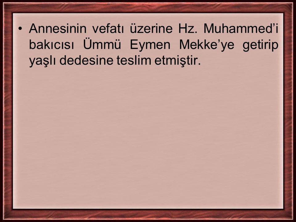 Annesinin vefatı üzerine Hz. Muhammed'i bakıcısı Ümmü Eymen Mekke'ye getirip yaşlı dedesine teslim etmiştir.