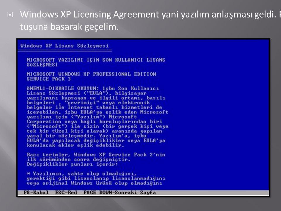  Windows XP Licensing Agreement yani yazılım anlaşması geldi. F8 tuşuna basarak geçelim.