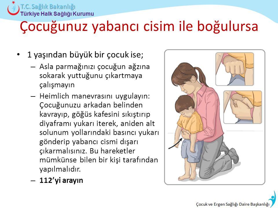 Çocuğunuz yabancı cisim ile boğulursa 1 yaşından büyük bir çocuk ise; – Asla parmağınızı çocuğun ağzına sokarak yuttuğunu çıkartmaya çalışmayın – Heimlich manevrasını uygulayın: Çocuğunuzu arkadan belinden kavrayıp, göğüs kafesini sıkıştırıp diyaframı yukarı iterek, aniden alt solunum yollarındaki basıncı yukarı gönderip yabancı cismi dışarı çıkarmalısınız.