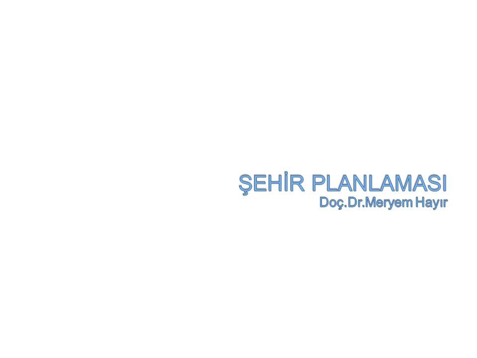 Kısaca çarpık kentleşme sonucu ortaya çıkan sorunların çözümüne ilişkin önerileri şu başlıklar altında özetleyebiliriz: 1-Mevcut Yasada Düzenleme Yapılması: 3194 sayılı İmar Yasası ile İstanbul İmar Yönetmeliği'nin günün ihtiyaçlarına göre yeniden düzenlenmesi ve bu düzenleme sırasında mutlaka Yasa uygulayıcısı olan yerel yönetimlerin ayrıca meslek odalarının ve sivil toplum örgütlerinin katılımı da sağlanmalıdır.