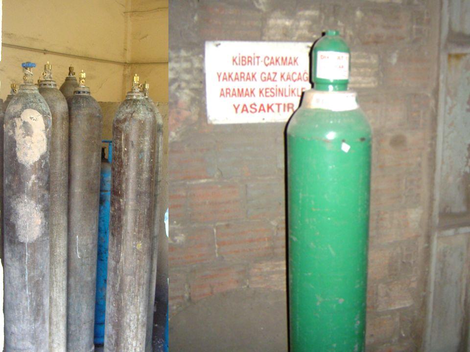 29.05.2016ASG28 Buhar kazanlarında otomatik kilitleme ve koruma donanımı Brülor alevi söndüğünde yakıtı kesen fotoelektrik gözleyici Aşırı buhar basıncında yakıtı kesen basınç şalteri (presostat) su seviyesi aşırı düştüğünde yakıtı kesen su seviye aygıtı Yakıt pompası çıkış basıncı düştüğünde yakıtı kesen basınç şalteri (Yakıt ön ısıtıcılı kazanlarda) Yakıt sıcaklığının düşmesi halinde yakıtı kesen sıcaklık şalteri Kazan yakma havasının kesilmesi halinde yakıtı kesen basınç şalteri (Gaz yakan kazanlarda) Gaz basıncının düşmesi halinde yakıtı kesen basınç şalteri
