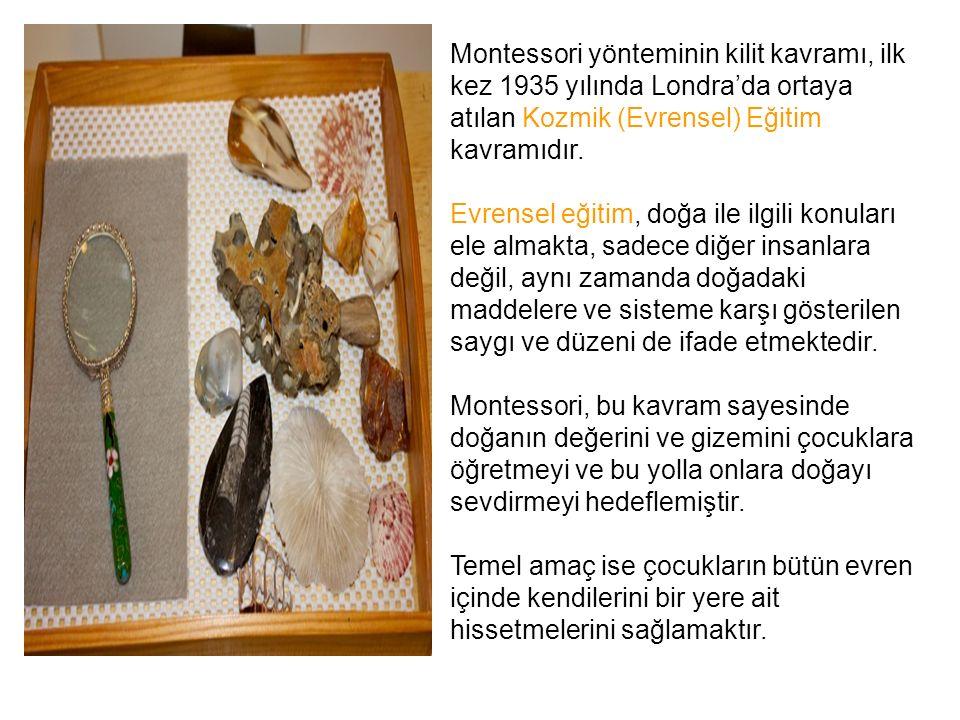Montessori yönteminin kilit kavramı, ilk kez 1935 yılında Londra'da ortaya atılan Kozmik (Evrensel) Eğitim kavramıdır. Evrensel eğitim, doğa ile ilgil