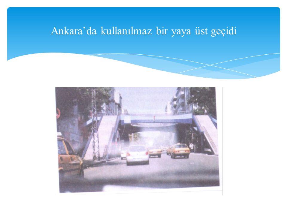 Ankara'da kullanılmaz bir yaya üst geçidi