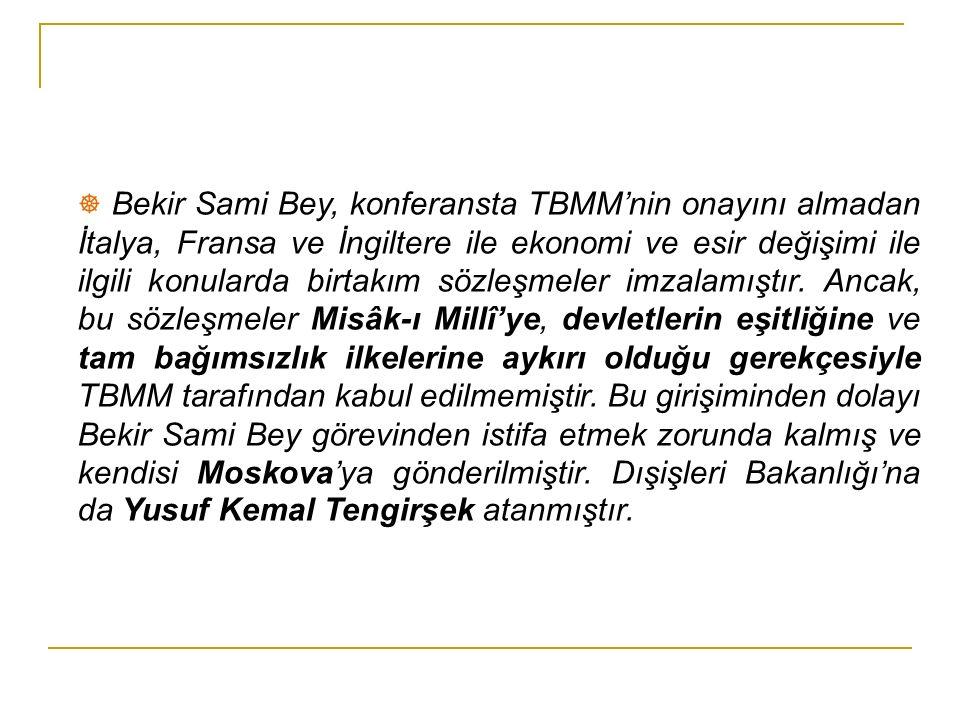 TBMM'nin ilk Hariciye Vekili (Dış İşleri Bakanı) ve Lonra Barış Konferansında TBMM heyeti Başkanı Bekir Sami Bey, Mustafa Kemal Paşa ve Rauf Orbay ile Sivas Kongresinde (sol baştaki)