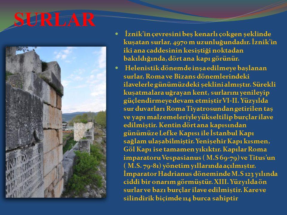 SURLAR İznik'in çevresini beş kenarlı çokgen şeklinde kuşatan surlar, 4970 m uzunluğundadır. İznik'in iki ana caddesinin kesiştiği noktadan bakıldığın