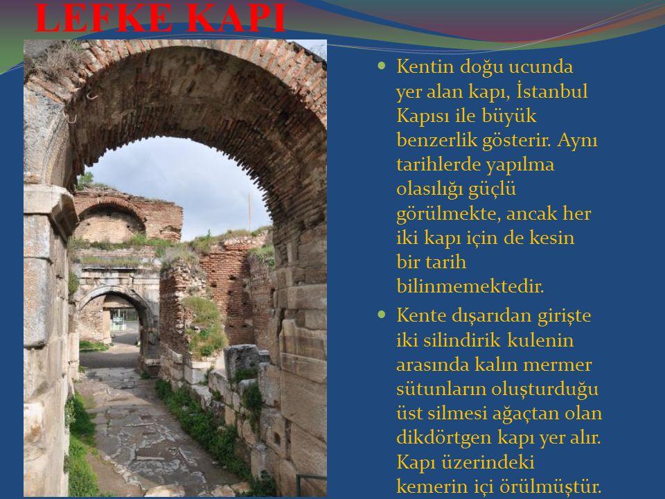 Kentin doğu ucunda yer alan kapı, İstanbul Kapısı ile büyük benzerlik gösterir.