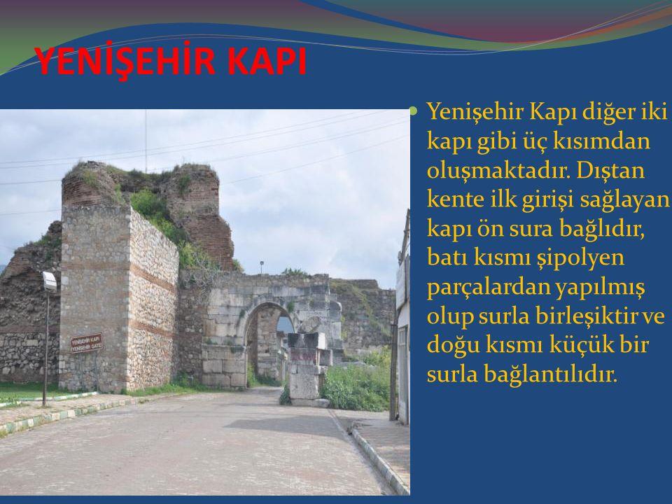 YENİŞEHİR KAPI Yenişehir Kapı diğer iki kapı gibi üç kısımdan oluşmaktadır. Dıştan kente ilk girişi sağlayan kapı ön sura bağlıdır, batı kısmı şipolye