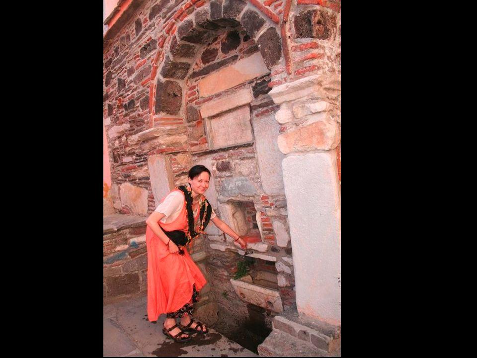 Kula Evleri büyük aile yapısına ve yaşamın önemli bölümünü evde geçiren kadına göre düzenlenmiş, günlük yaşam, yazları avluda, bahçede ve hayatta; kış