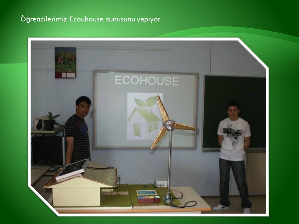 Öğrencilerimiz Ecouhouse sunusunu yapıyor.