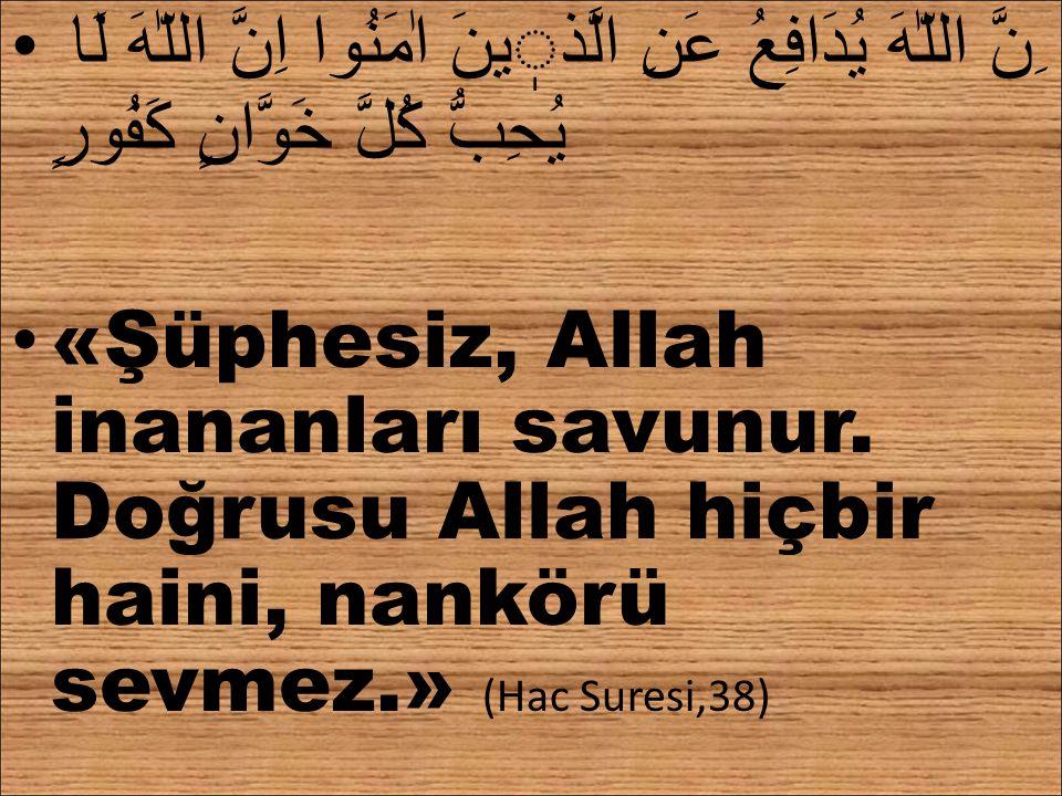 ِنَّ اللّٰهَ يُدَافِعُ عَنِ الَّذينَ اٰمَنُوا اِنَّ اللّٰهَ لَا يُحِبُّ كُلَّ خَوَّانٍ كَفُورٍ «Şüphesiz, Allah inananları savunur. Doğrusu Allah hiçb
