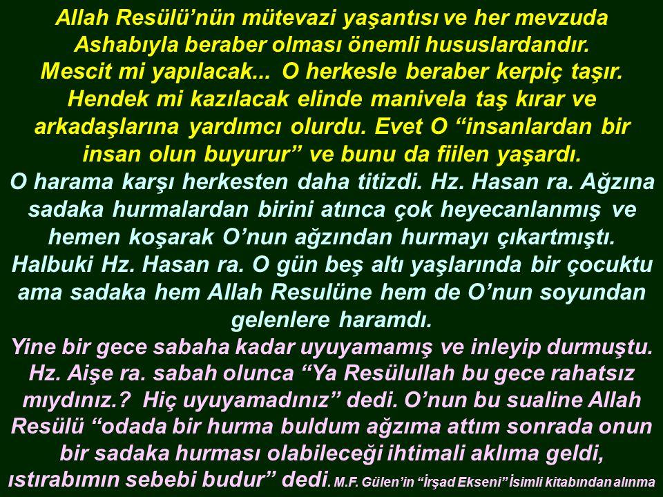 Allah Resülü'nün mütevazi yaşantısı ve her mevzuda Ashabıyla beraber olması önemli hususlardandır.